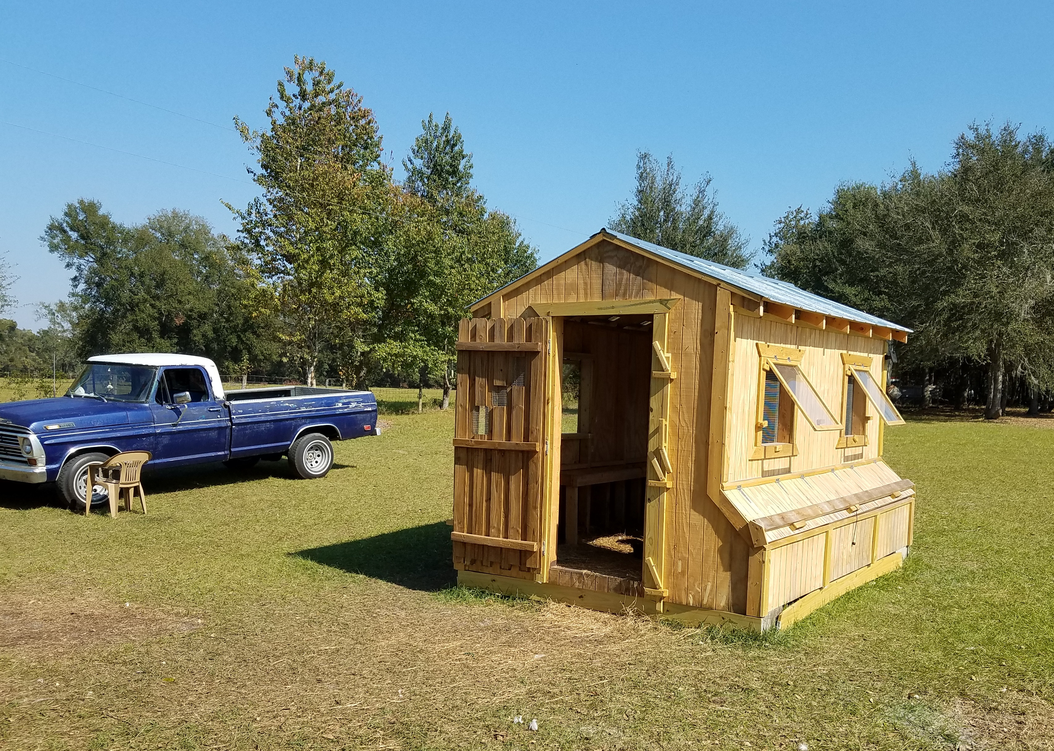 Cool coops bill 39 s coop community chickens for Chicken coop dimensions